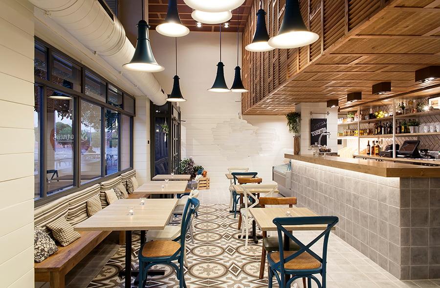 Agencement de restaurant par l'agence d'architecture Elégance au m2, partout en France