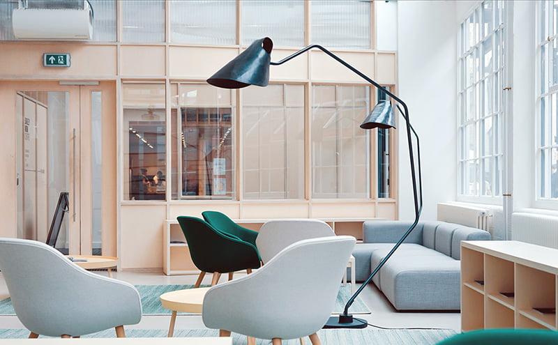 Agencement de bureaux professionnels modernes par l'agence d'architecture Elégance au m2