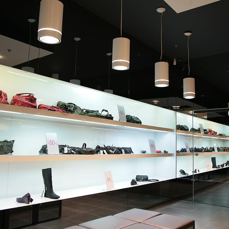 Implatation de vos rayons et de votre mobilier de présentation pour votre magasin avec notre architecte Elégance au m2