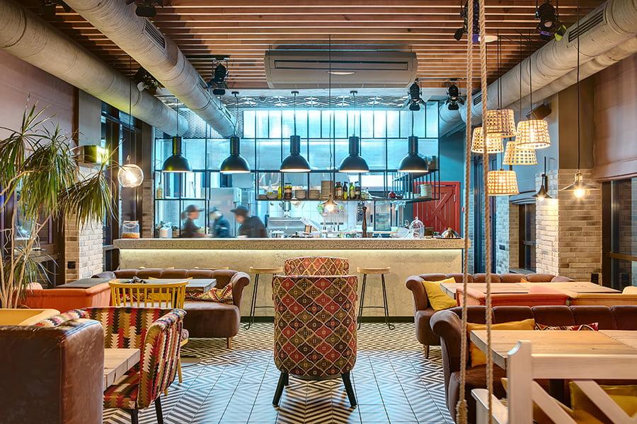 Agencement de bar restaurant sur mesure par l'agence d'architecture Elégance au m2