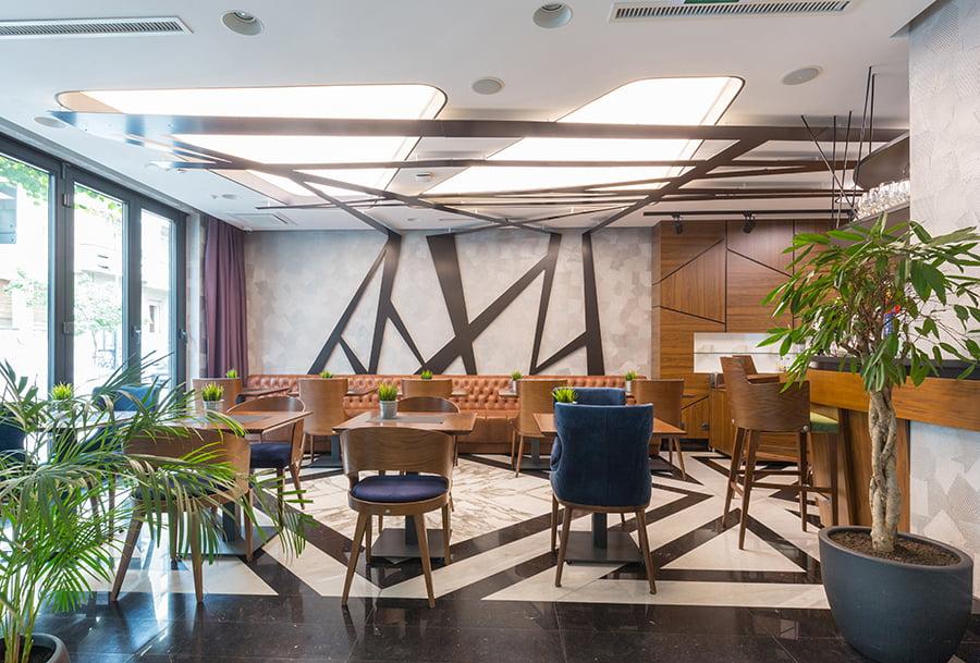 Une salle de réception de votre clientèle soignée grâce à la décoration intérieur et au mobilier choisis par Elégance au m2