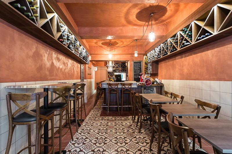 Agencement d'un bistrot provençal par Elégance au m2