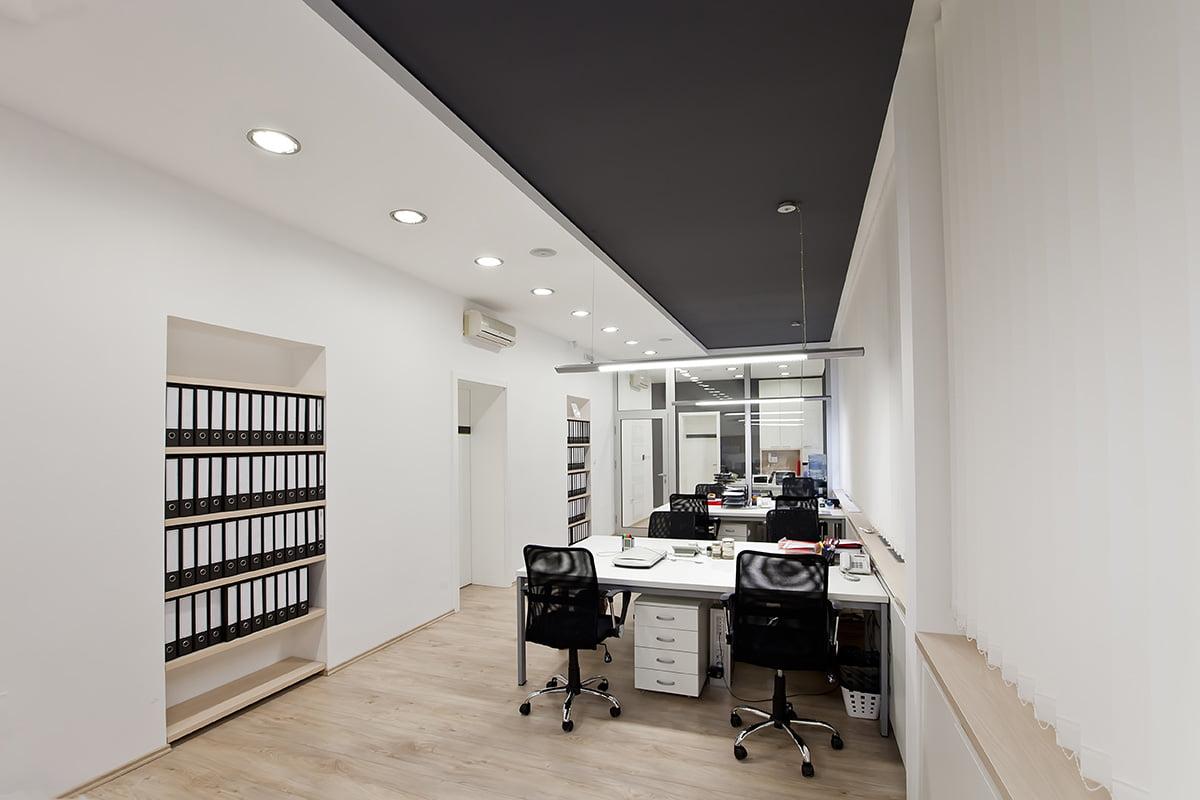 Mobiliers bureaux et chaises pour cet aménagement de bureaux professionnels à Rennes par Elégance au m2