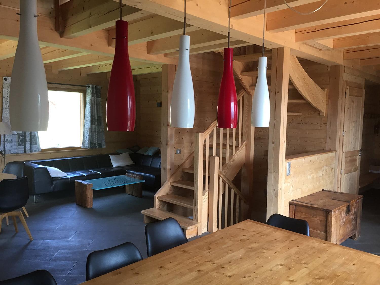 Décoration soignée dans cet univers bois pour l'aménagement intérieur de ce chalet à Briançon par Elégance au m2